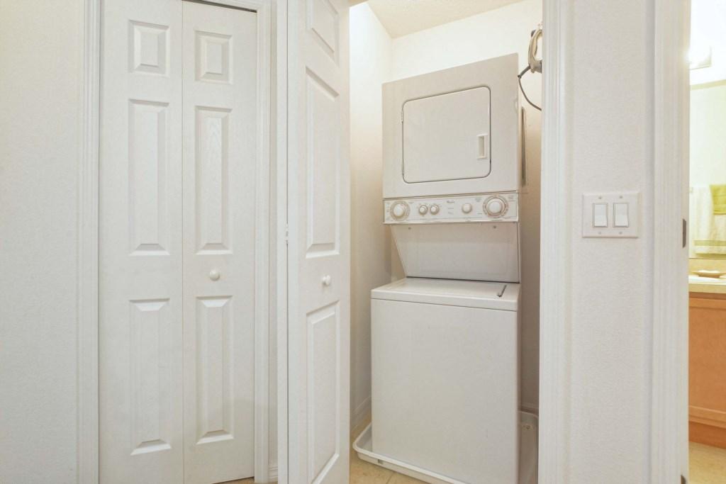 27-Laundry Room.jpg