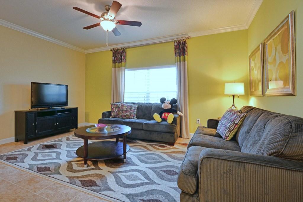 11-Family Room.jpg