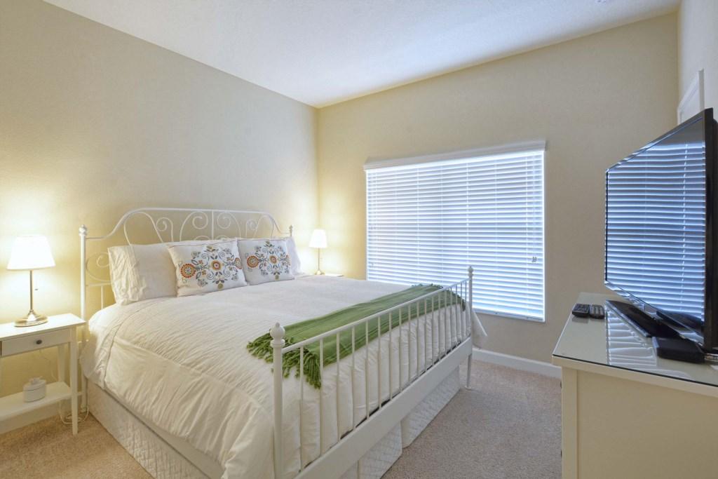 07-Bedroom.jpg