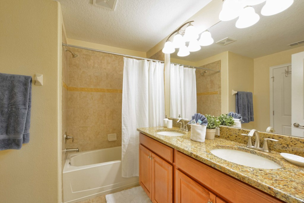 18-Bathroom2.jpg