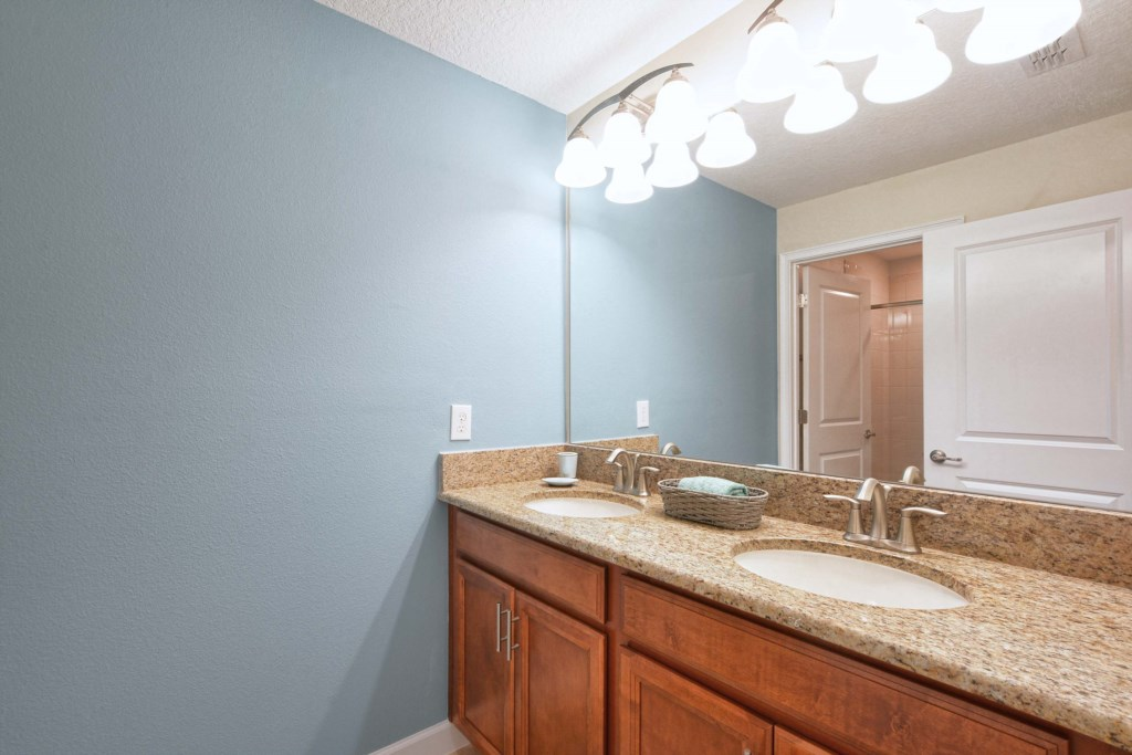 27-Bathroom3.jpg