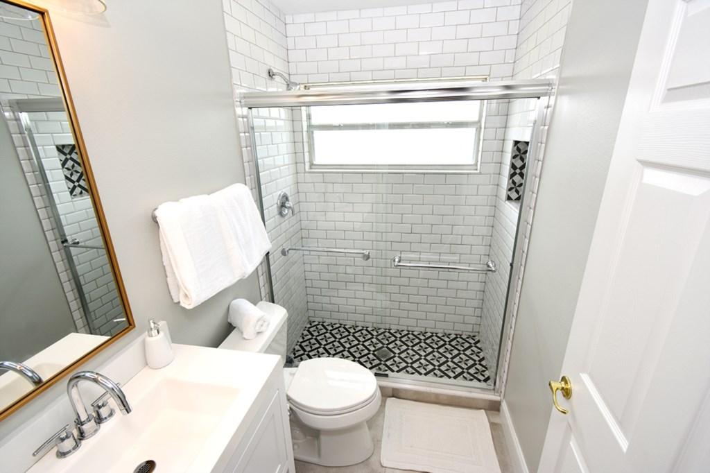 27 BATHROOM GUEST.jpg
