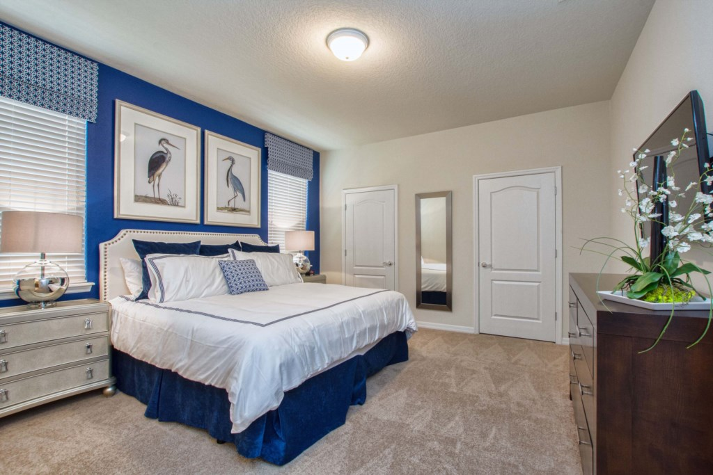 Master Bedroom Downstairs w/ King Size Bed