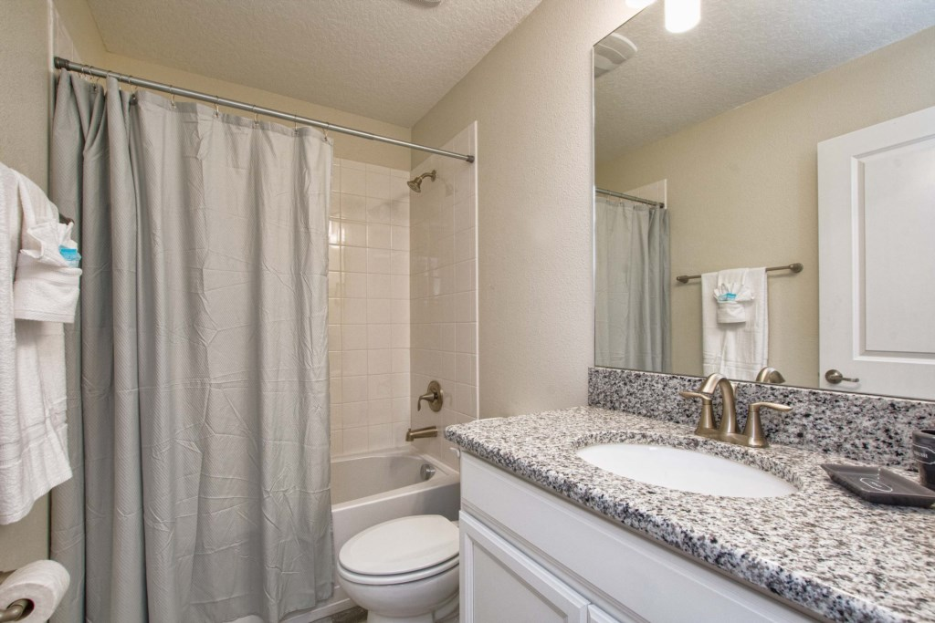 29-Bathroom5.jpg