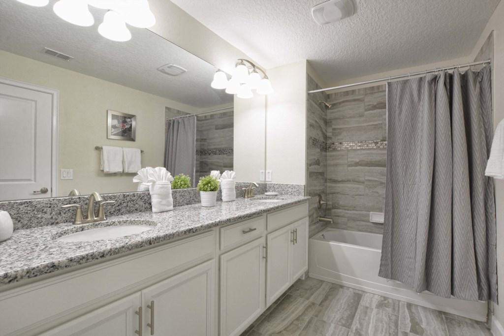 25-Bathroom2.jpg