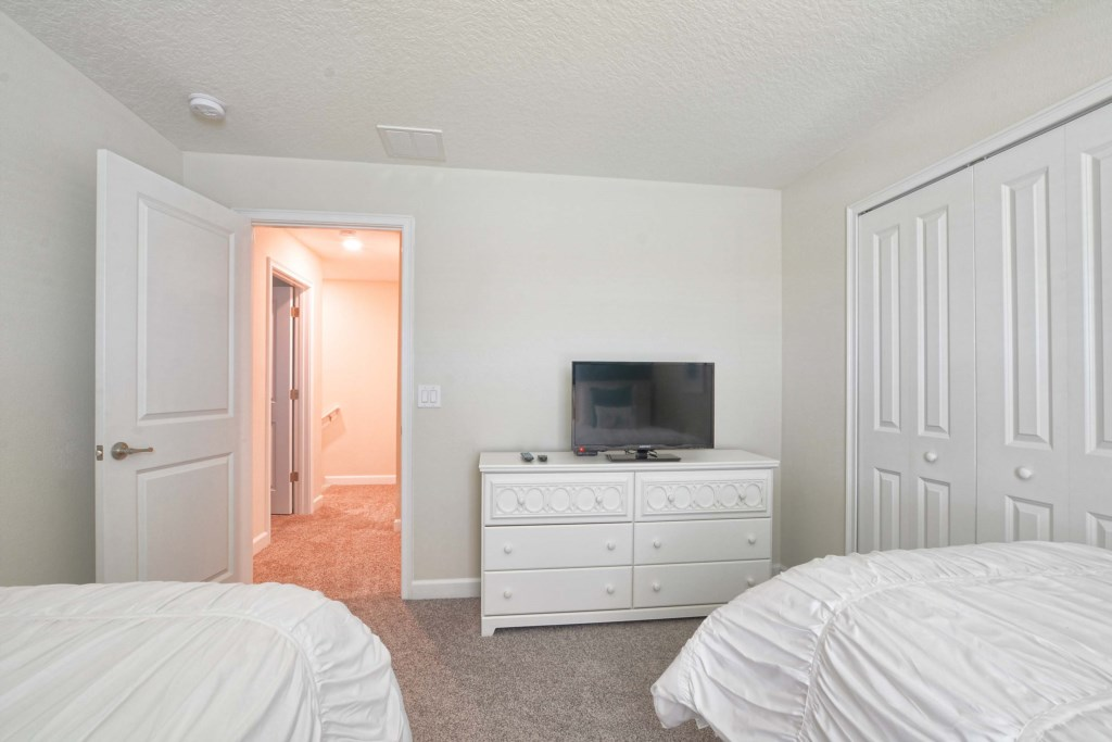 27-Bedroom 42.jpg