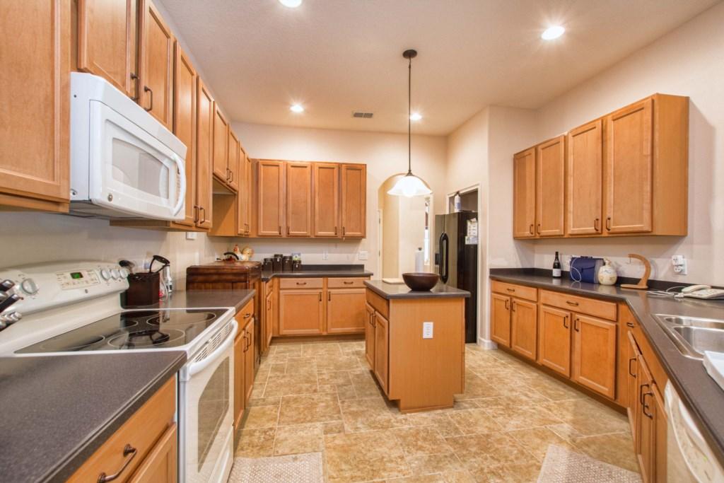 12-Kitchen2.jpg