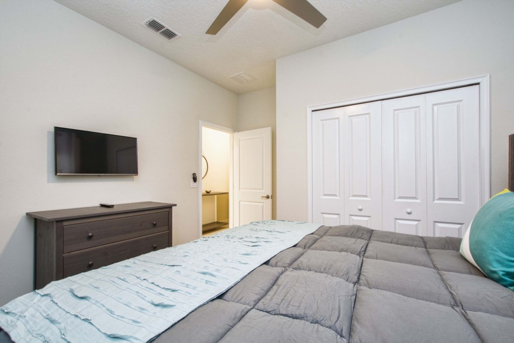 Guest Bedroom/King Size Bed