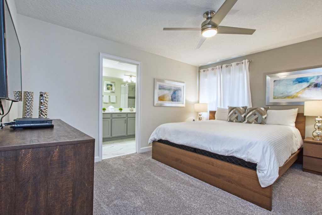 Master Bedroom/King Size Bed