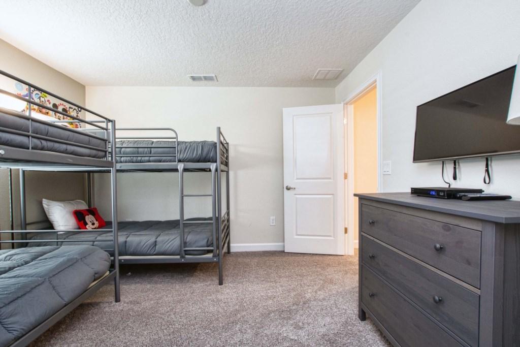 Guest Bedroom/ Bunk Beds