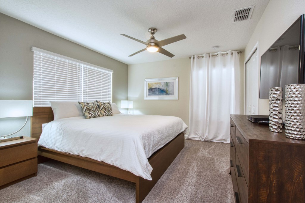 Guest Bedroom/ King Size Bed