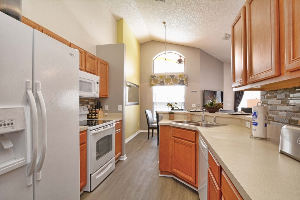 10-Kitchen2.jpg