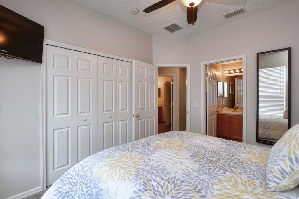 12-Bedroom2.jpg
