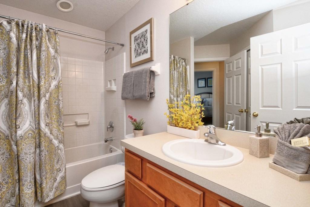 13-Bathroom2.jpg