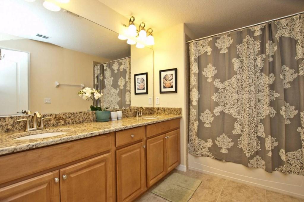 Bathroom(3).jpg