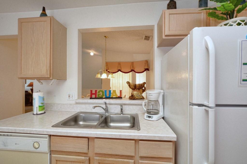 12-Kitchen3.jpg