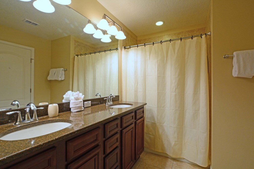 15Bathroom2.jpg