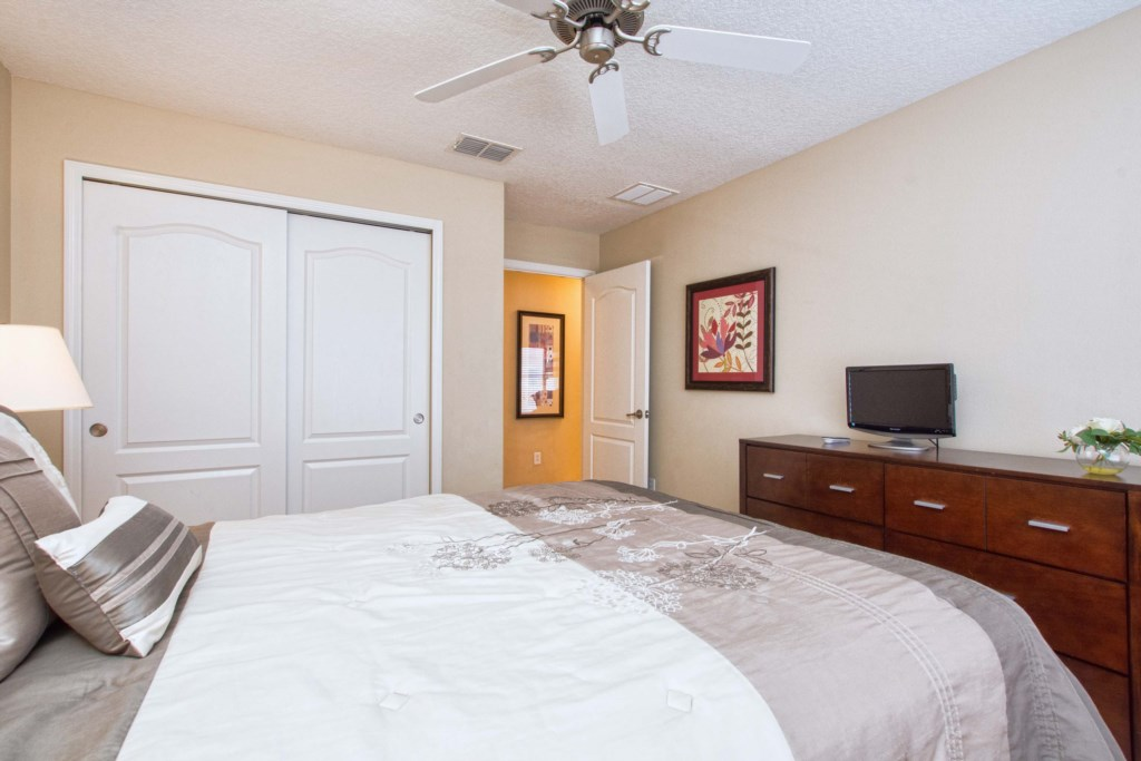 27-Bedroom 33.jpg