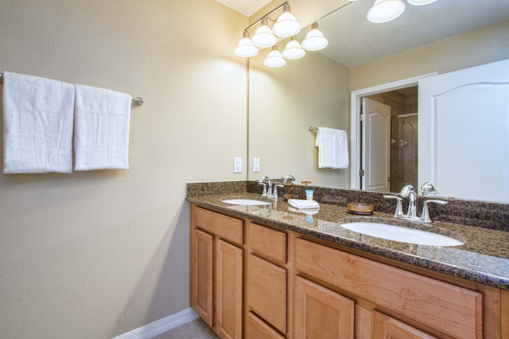 28-Bathroom3.jpg