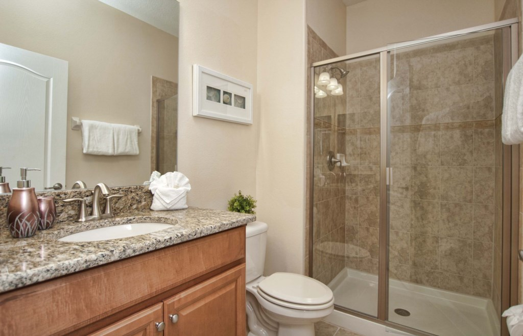 10Bathroom-3201.jpg