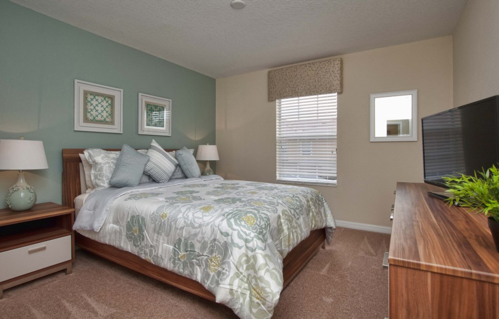 12-Queen Bedroom -3201.jpg