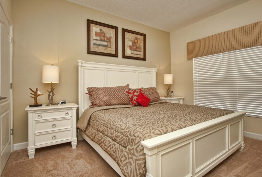 13- King Bedroom Downstairs-3201.jpg