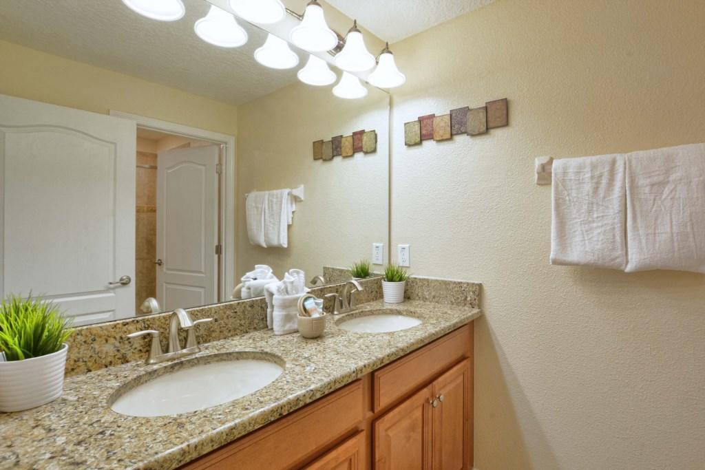 17-Bathroom3.jpg