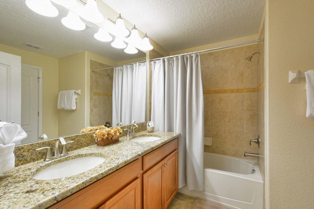 21-Bathroom2.jpg