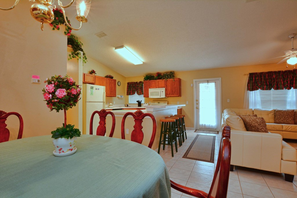 10-Dining Area2.jpg
