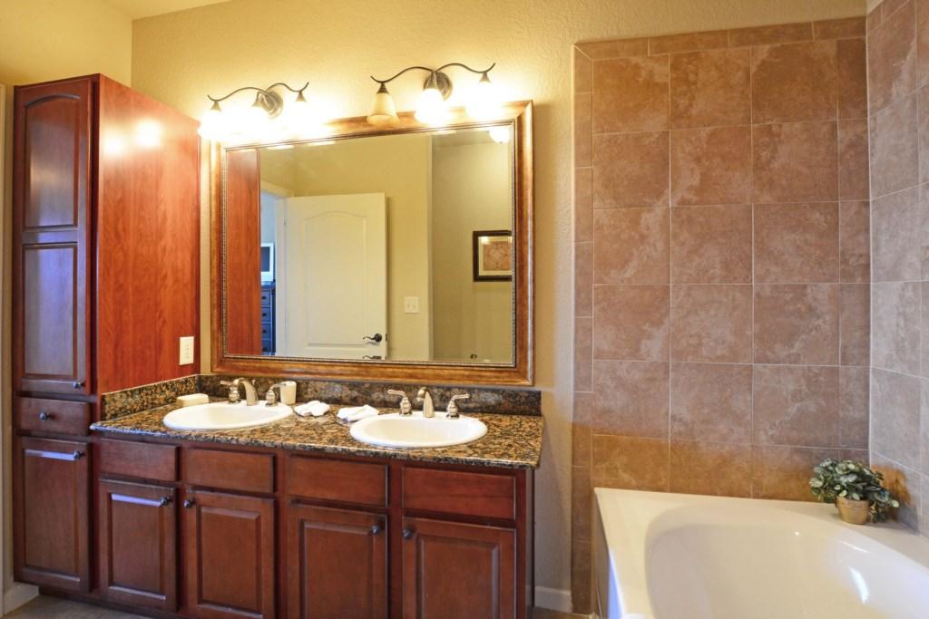 17 Bathroom2.jpg