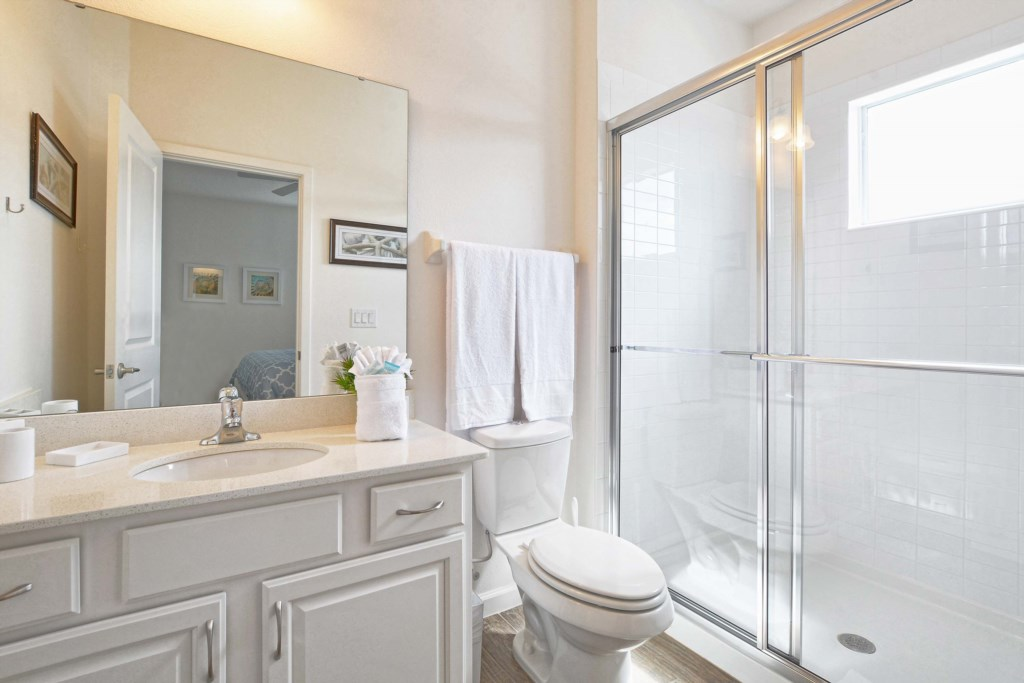 20-Bathroom4.jpg
