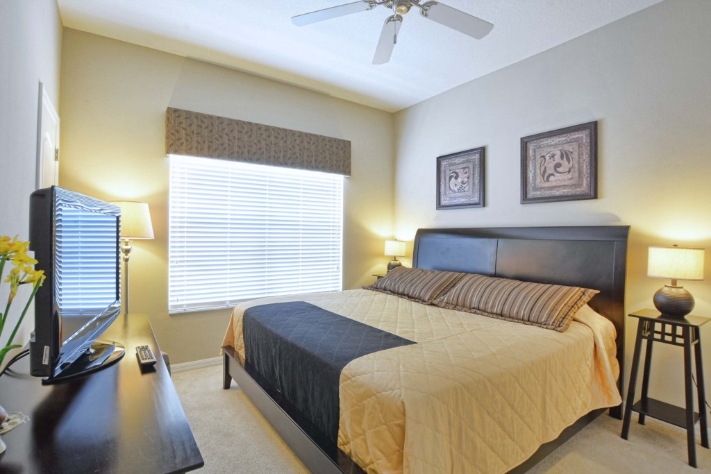 04-Bedroom.jpg