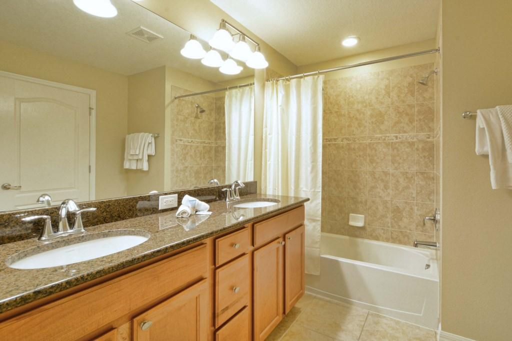 15-Bathroom2.jpg