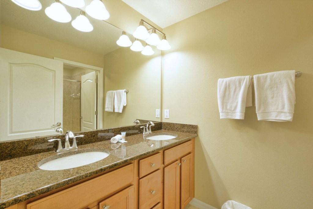 18-Bathroom3.jpg