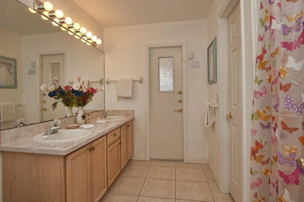 Bathroom2.jpg