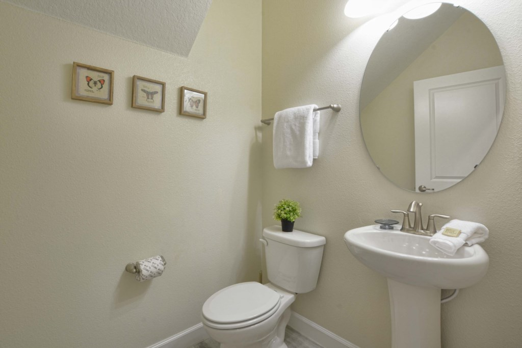 04-Powder Room.jpg