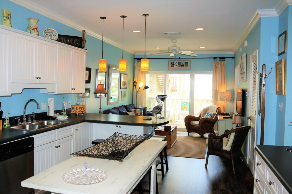 H3 - Updated with Beach Condo Decor - Very Upscale