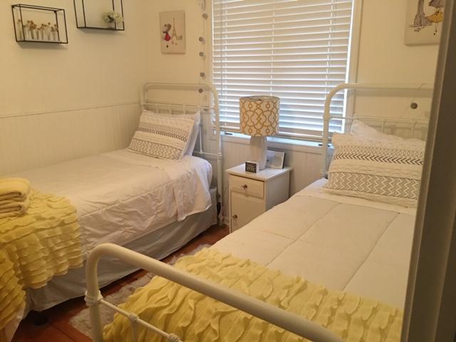 Bedroom #3 (2 Twins)