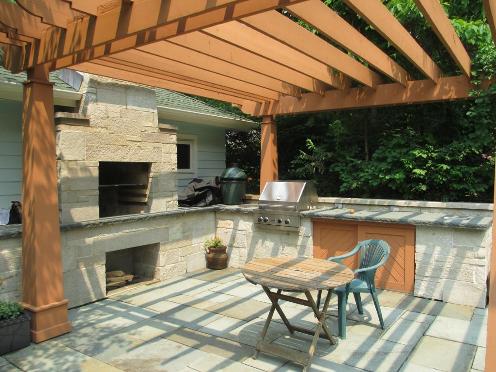 Outdoor Kitchen / Grill