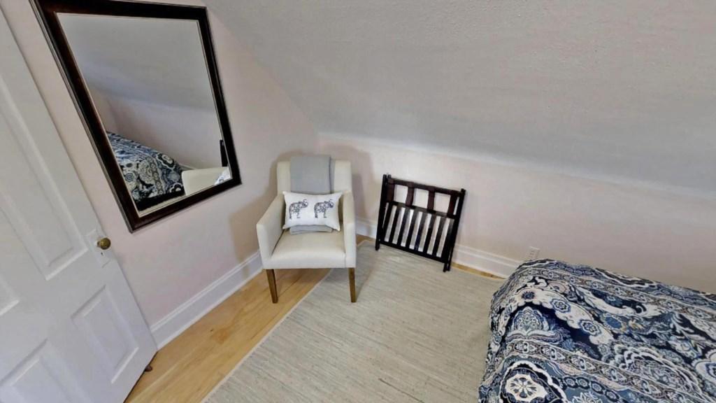bedroom-sitting.jpg