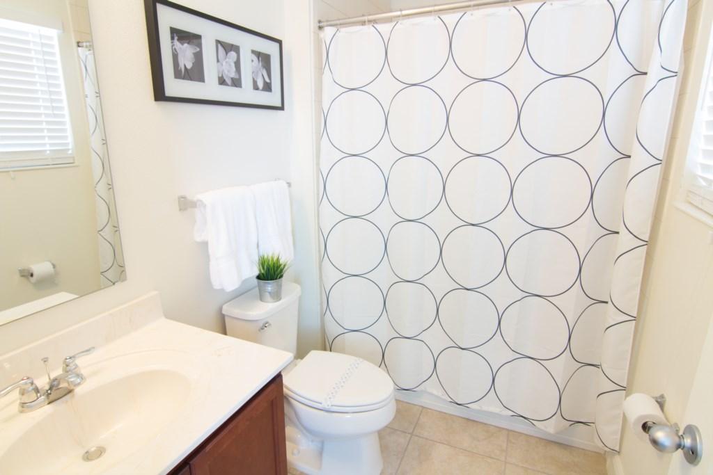Master1 bathroom.jpg