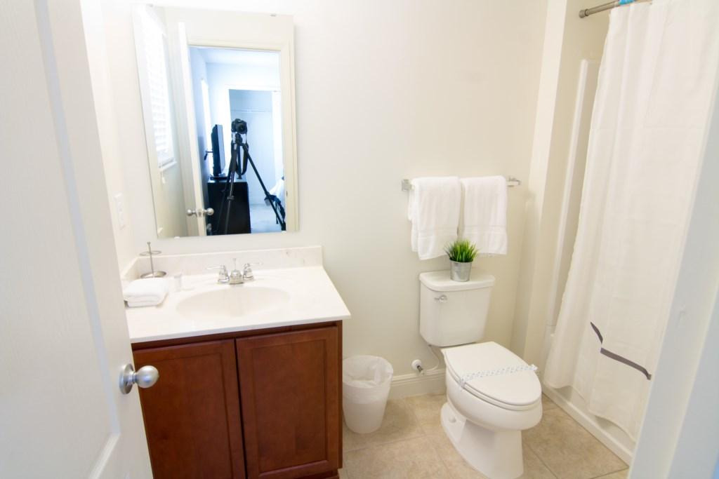 Master2 Bathroom.jpg
