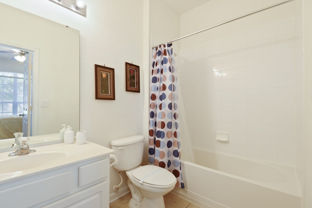 Interior-Bathroom1-6104383