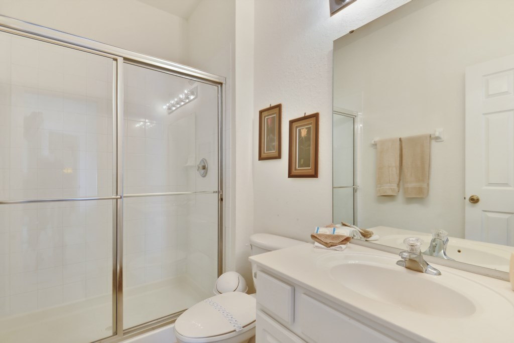 Interior-Bathroom2-6104392