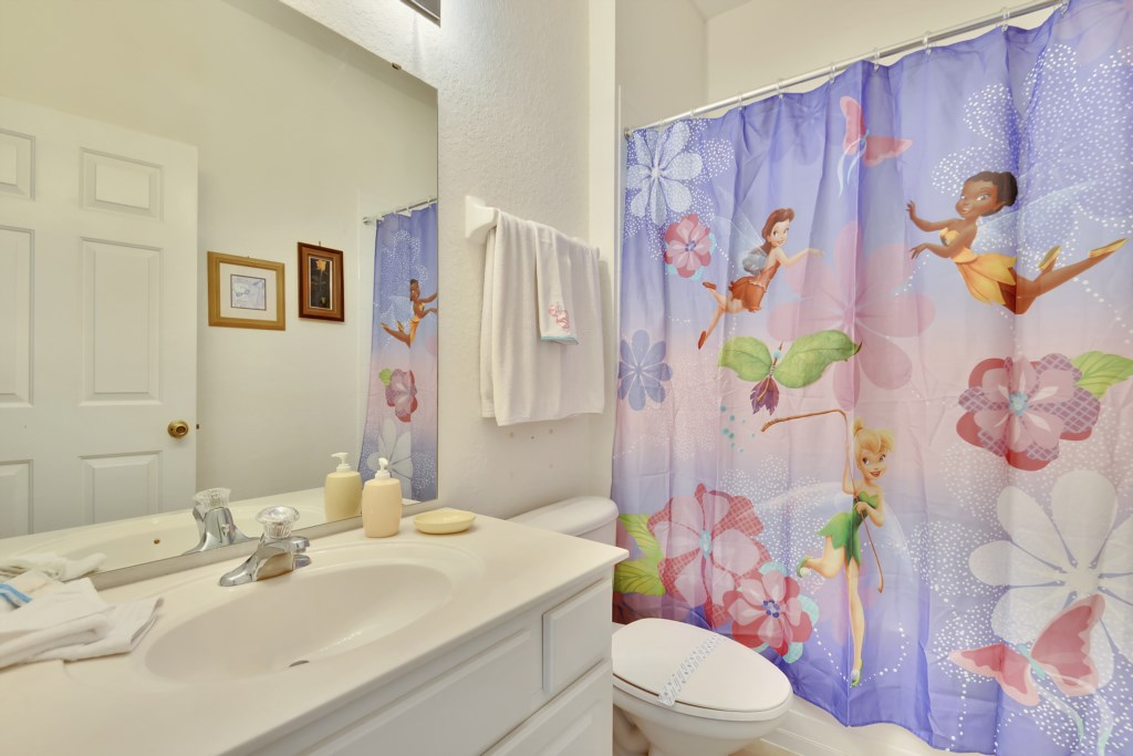 Interior-Bathroom3-6104425
