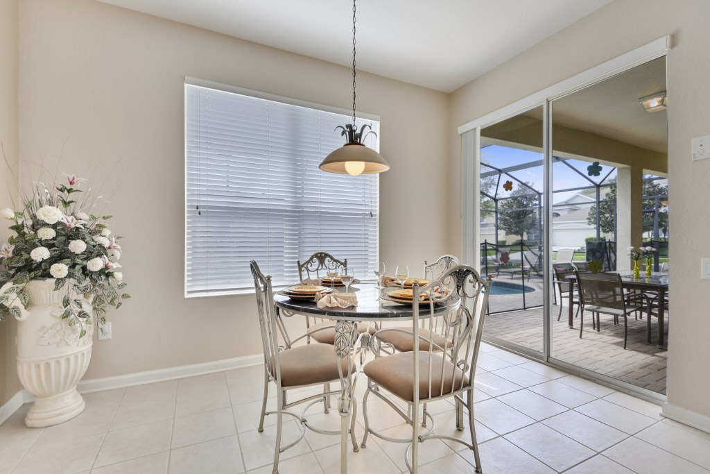 Interior-BreakfastArea-6104416