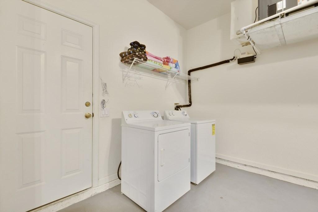 Interior-GarageLaundry-6104440