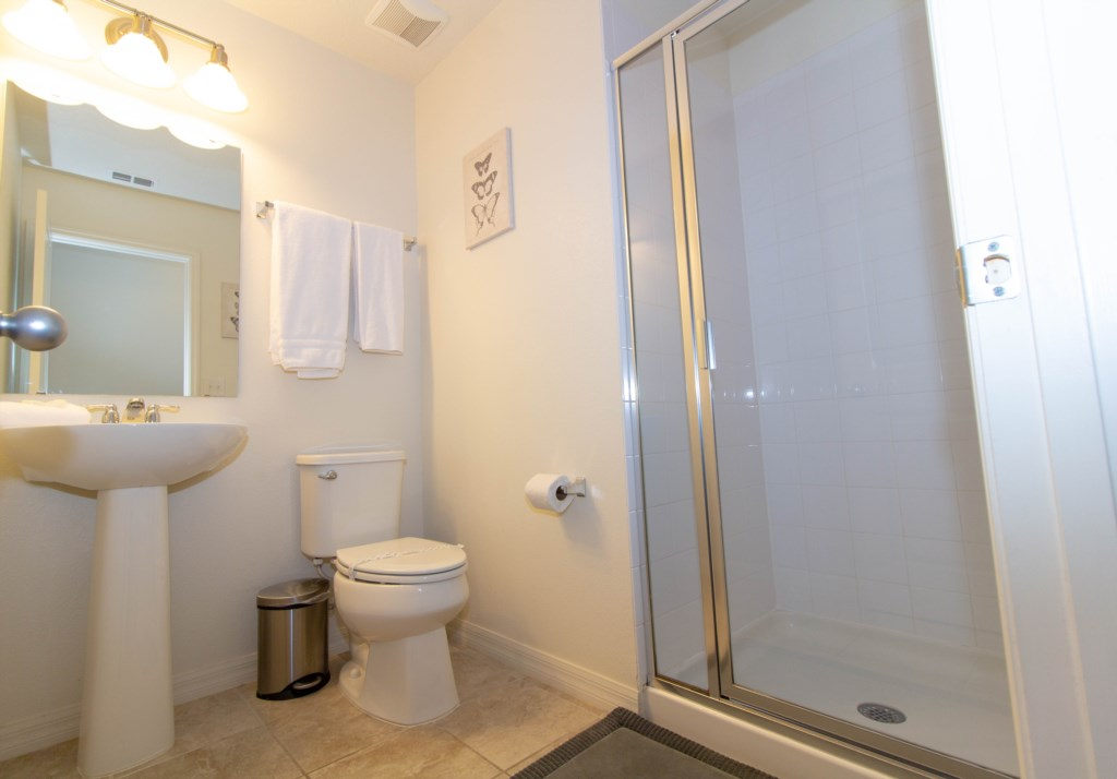 Upstairs Bathromo With Shower_.jpg