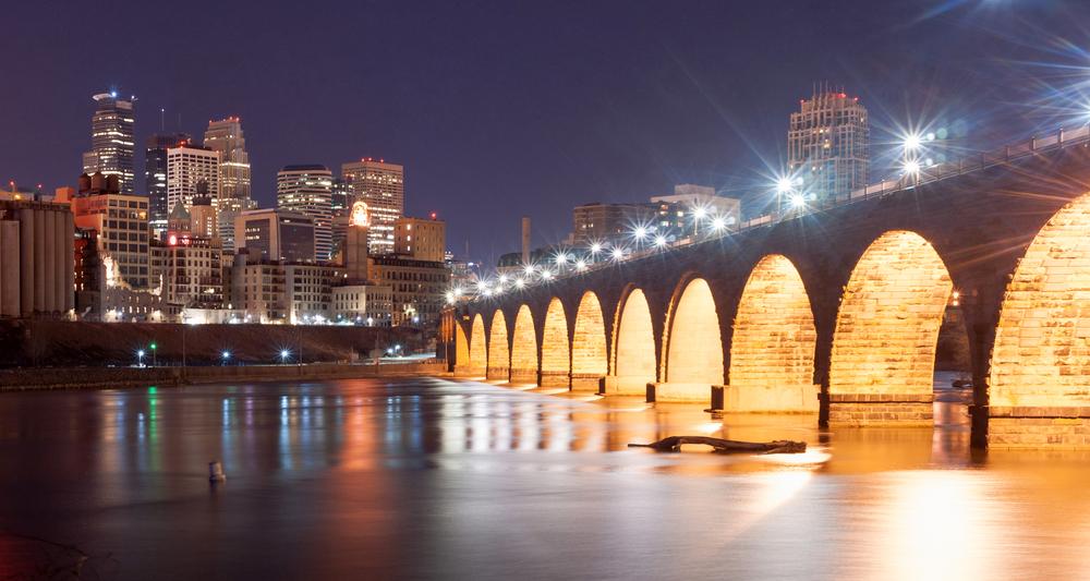 Minneapolis-Stone-arch-bridge-minnestay.jpg