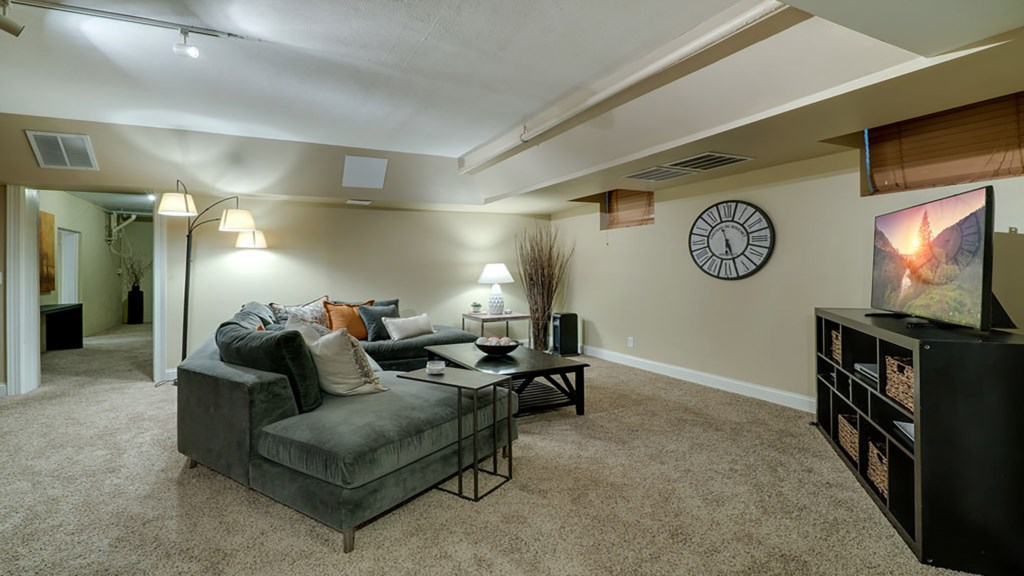 lower-livingroom.jpg